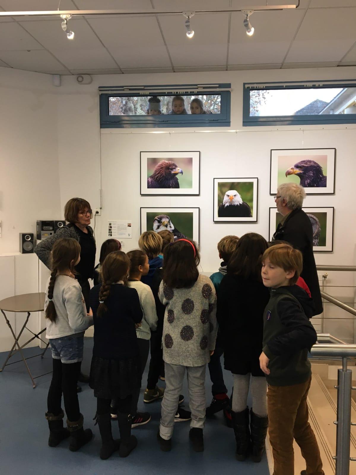 visite de l'exposition par les scolaires